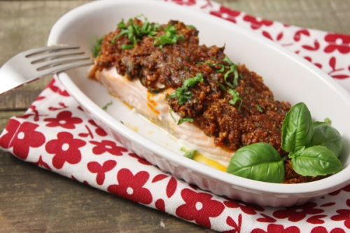 Filet de saumon en croûte de pesto rouge au basilic