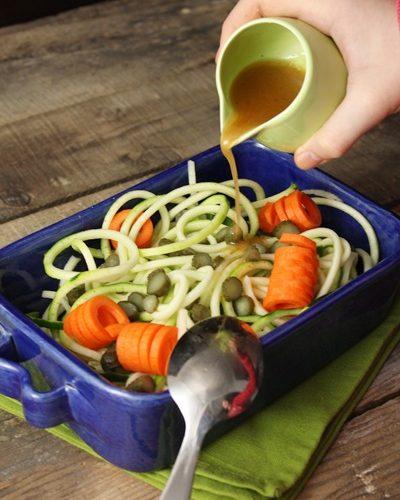 J'ai testé pour vous: l'accessoire à spaghettis de légumes KitchenAid + recette: Salade de spaghettis de courgette, pomme et carotte, vinaigrette moutardée