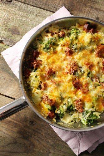 Poêlée de brocolis aux pâtes grecques, chorizo et Cheddar