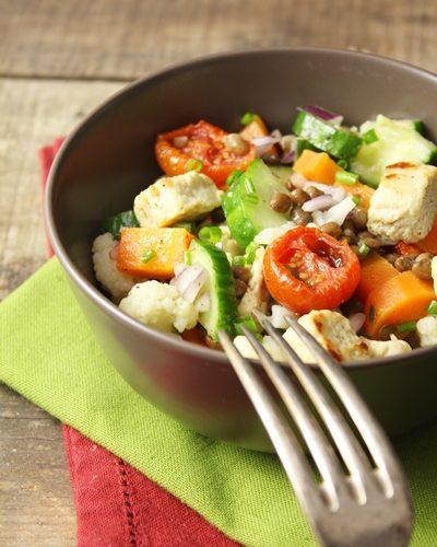 Quorn grillé aux légumes crus et cuits