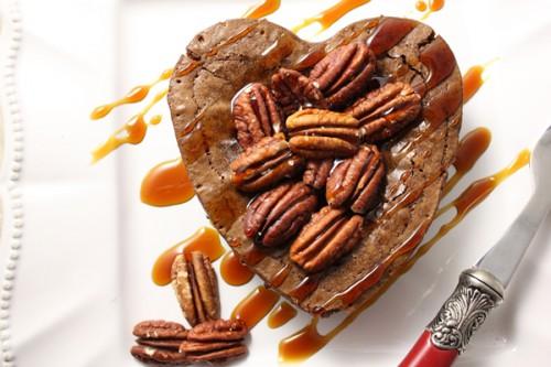 St-Valentin: Coeur moelleux au chocolat fondant, caramel et noix de pecan