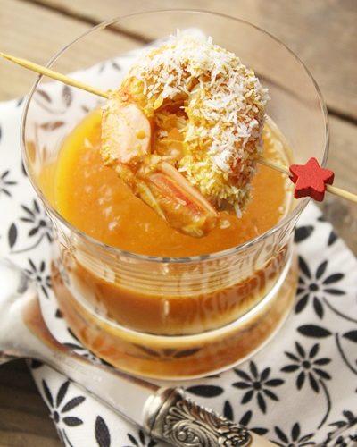 Verrine: potage Butternut, carotte et tomate et scampi au curry et coco