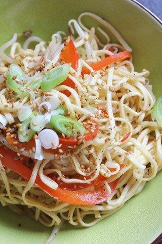 Wok de légumes et nouilles chinoises au poivre noir