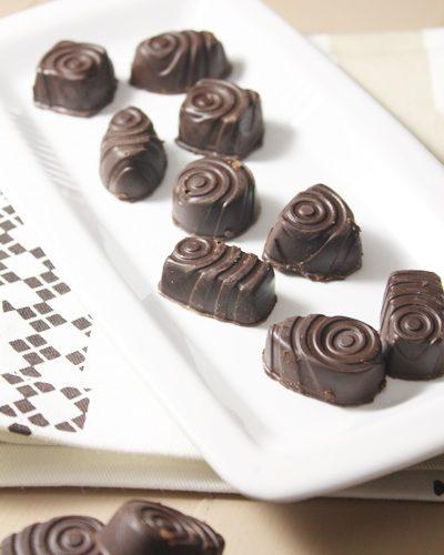 Pralines chocolat fondant et ganache aux amandes grillées