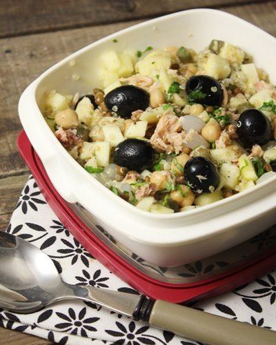 Lunch box sucrée-salée: salade quinoa-lentilles-pois chiches-thon et pomme