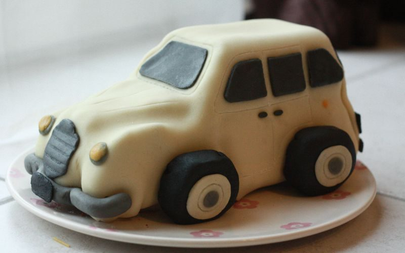 Gâteau d'anniversaire: petites voitures
