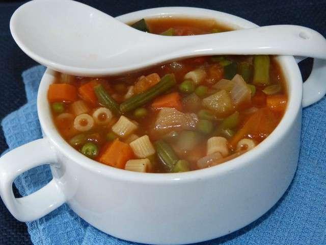 Minestrone (soupe italienne aux multiples légumes)