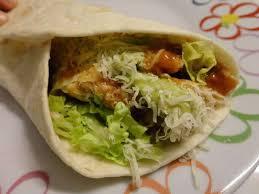 Assiette mexicaine du dimanche soir: fajitas, guacamole et légumes d'été