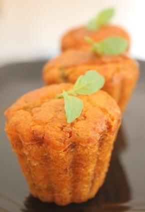 Petits cakes salés à la tapenade de tomates
