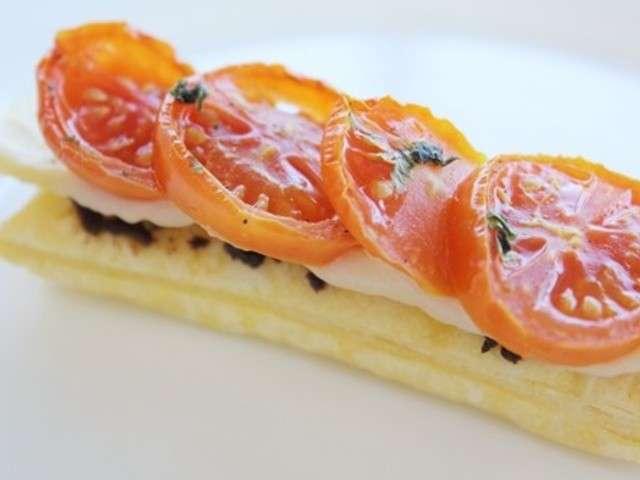 Tartelettes fines tomates, basilic et tapenade rouge (tomanade)