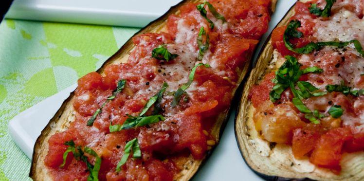 Roulades d'aubergines grillées au poulet, aux champignons, tomates séchées et parmesan