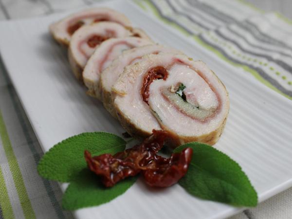 Involtini de dinde: jambon cru, tomates demi-séchées, parmesan et sauge