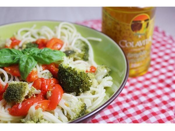 Spaghettis aux brocolis, poivrons grillés et huile de truffe