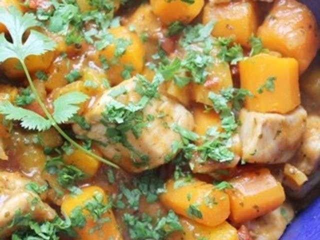 Tajine de poulet aux deux abricots, carottes et coriandre