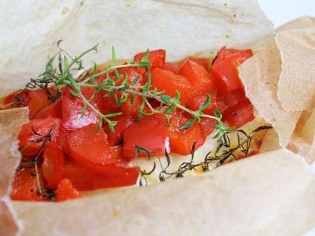 Papillote de filet de dorade aux poivrons rouges, thym et miel