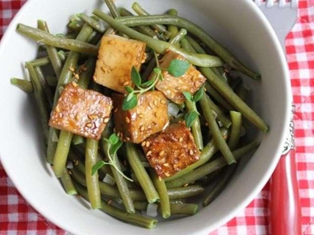 Haricots verts au tofu mariné et caramélisé