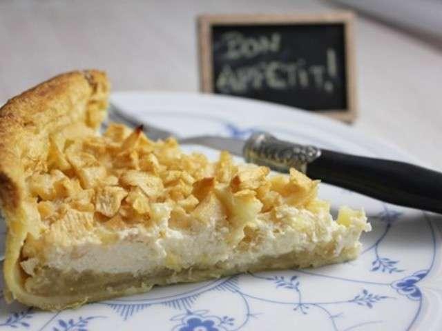 Tarte feuilletée cheesecake-pomme sur lit de compote de poires