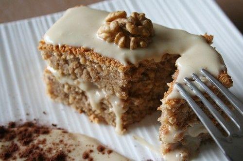 Cake aux noix, sauce au mascarpone et café