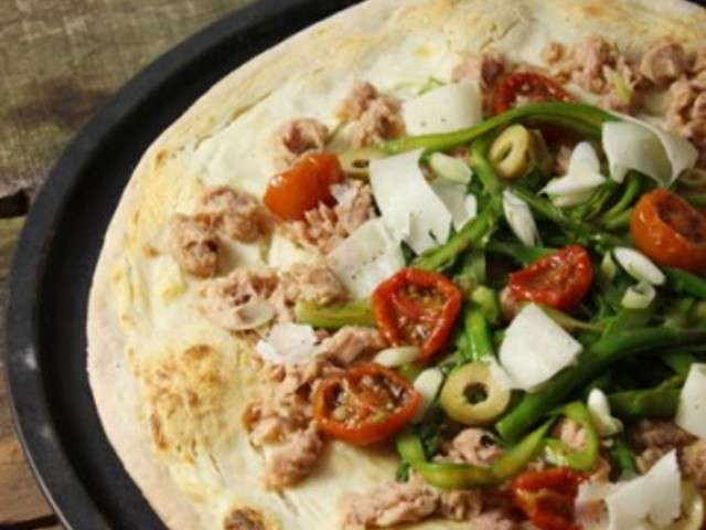 Mafaldine aux boulettes de merguez, asperges vertes, tomates cerise au four, olives noires et parmesan