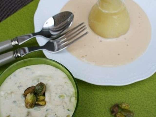 Poire pochée au vin blanc, fourrée au mascarpone, éclats de pistache et crème au Baileys