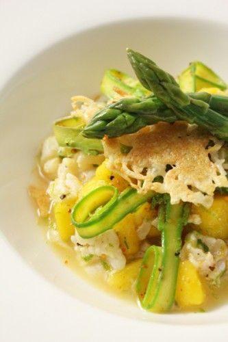 Ceviche d'aiglefin à la mangue, citronnelle et citron vert accompagné de tagliatelles d'asperges vertes et tuile de parmesan