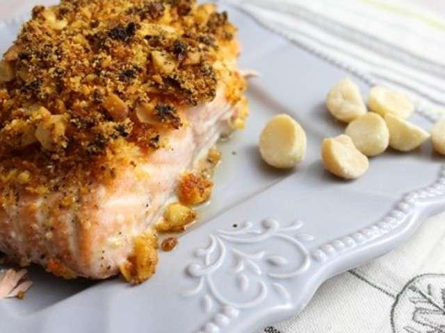 Filet de saumon en croûte de noix de macadamia et pesto rouge